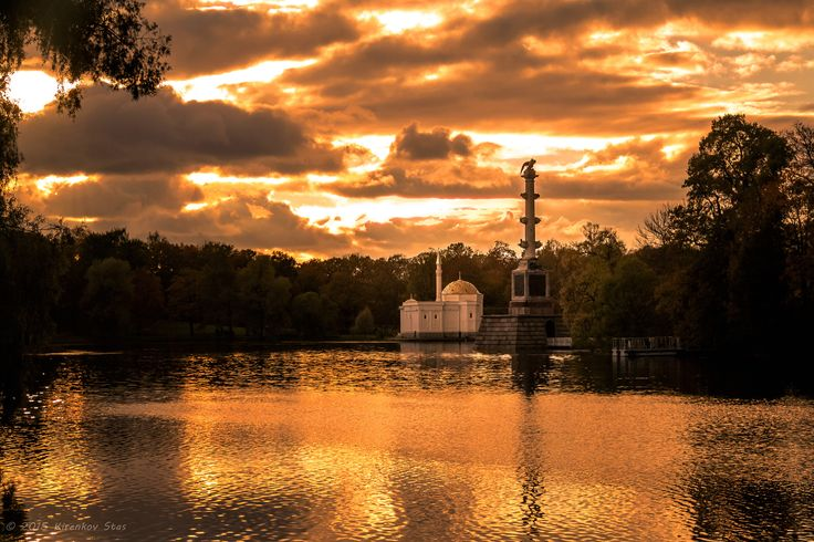 "Chesmenskaya kolonna and Pavilen ""Turkish Bath"" - Chesmenskaya kolonna and Pavilen ""Turkish Bath"" on the Sunset/"