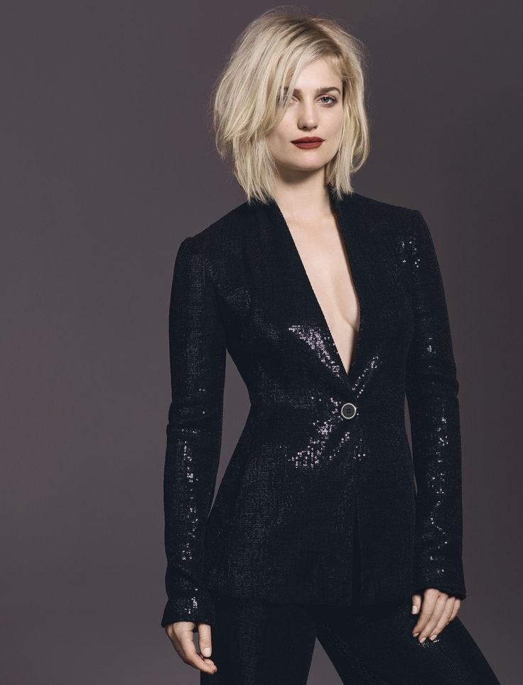 """Actress Alison Sudol Bewitches in J.K. Rowling's """"Fantastic Beasts"""""""