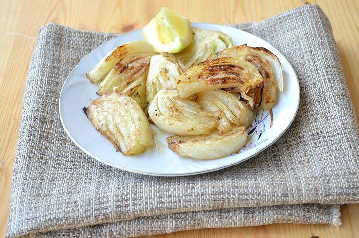 Avete mai provato i FINOCCHI GRIGLIATI IN PADELLA ? Una leggera marinatura per insaporire al meglio la verdura. Oggi un tocco in più grigliando i finocchi, terminando con una manciata di parmigiano.