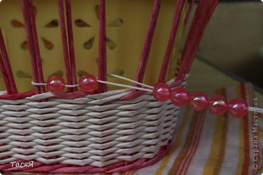 Поделка изделие Плетение Корзинковая тема Корзина первая Трубочки бумажные фото 9