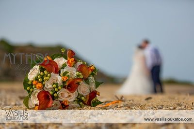 Love this photo - wonderful bridal bouquet with burnt orange, white & olive green flowers #weddingflowers #bridalbouquet