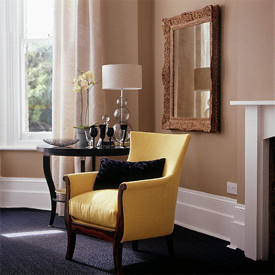 Tan walls navy floor and a yellow chair who would 39 ve for Paint colors for brown carpet