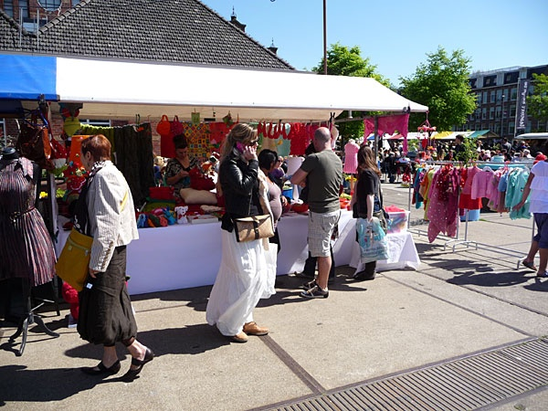 De Sunday Market: the monthly fashion, art & design marktet in Amsterdam. It is located at: Cultuurpark Westergasfabriek, Haarlemmerweg 8-10 in Amsterdam. From the central station it's just a few minutes by bus (bus 21) or taxi.