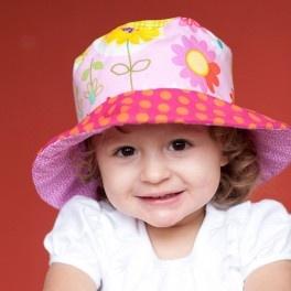 ¡Dos en uno! Sombrero en forma de campana y ala para proteger del sol la carita del bebé, 100% algodón y con tratamiento para no encoger en los lavados. Estampados de diseños.