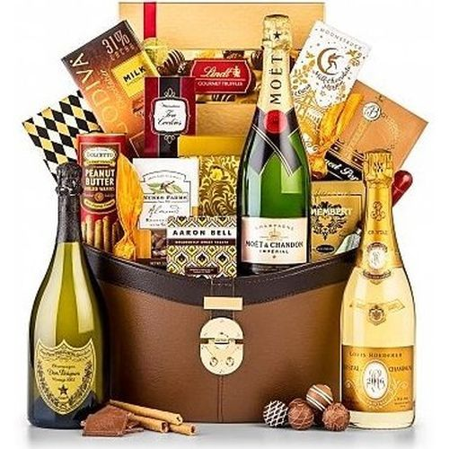 Best 25+ Champagne gift baskets ideas on Pinterest   Bachelorette ...
