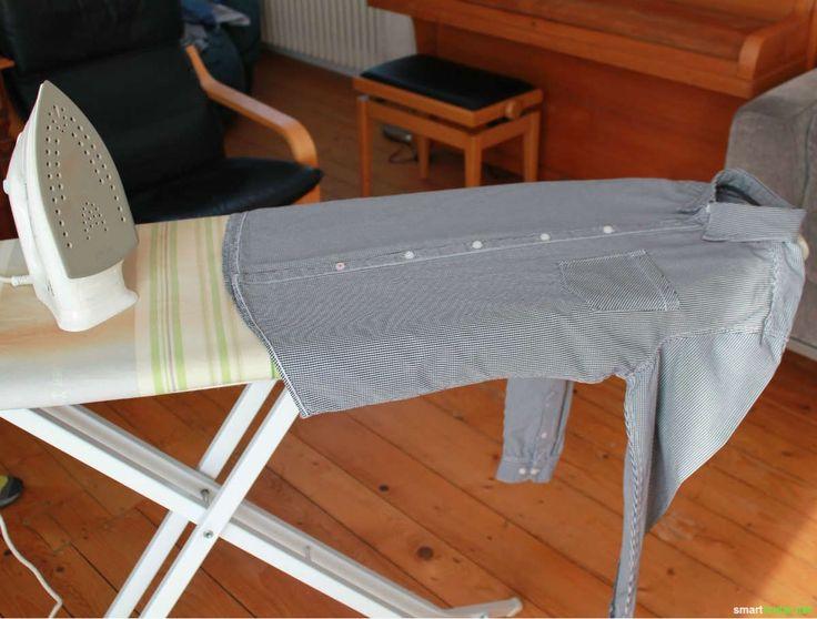 Mit diesem Trick legst du gleich nach dem Bügeln schnell und einfach deine Hemden zusammen.