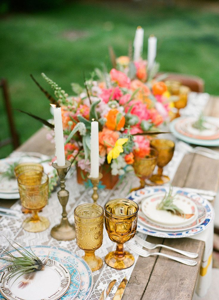 Tips for Setting a Mismatched Table using vintage and modern pieces! Love this article!