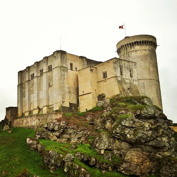 #Falais #ChateauDeFalaise #Normandy #France #WilliamTheConqueror  Day33: While exploring the markets of Falaise we stumbled across Château de Falaise - the birthplace and hometown of William the Conqueror. #100HappyDays