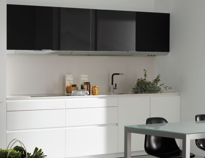 SANTOS kitchen | The kitchen hood is totally integrated into the wall unit. It goes totally unnoticed thanks to the lighting profile.