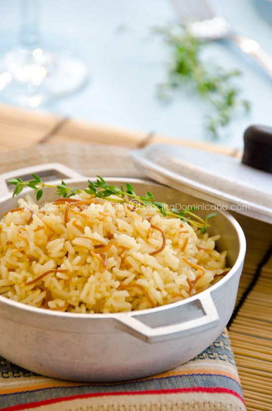 Arroz con fideos (Rice and fried noodles)