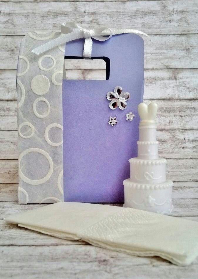 Mini bag realizzata completamente a mano,  personalizzabile nei colori,  decorazioni e contenuto.  Preventivo su richiesta.