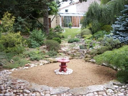 House for sale in Coulonges-sur-l'Autize, France : Stunning Garden with this Village House. 132.5k 122m2 200 m from boulangerie!