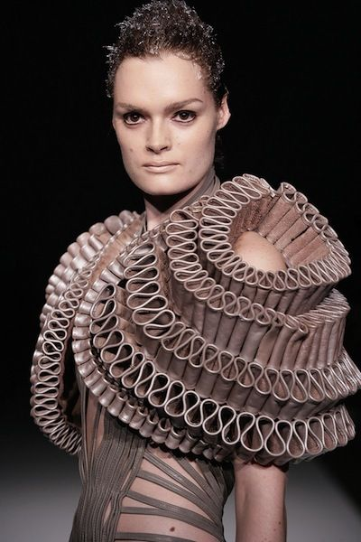 iris-van-herpen-spring-summer-2011-collection-270710-13