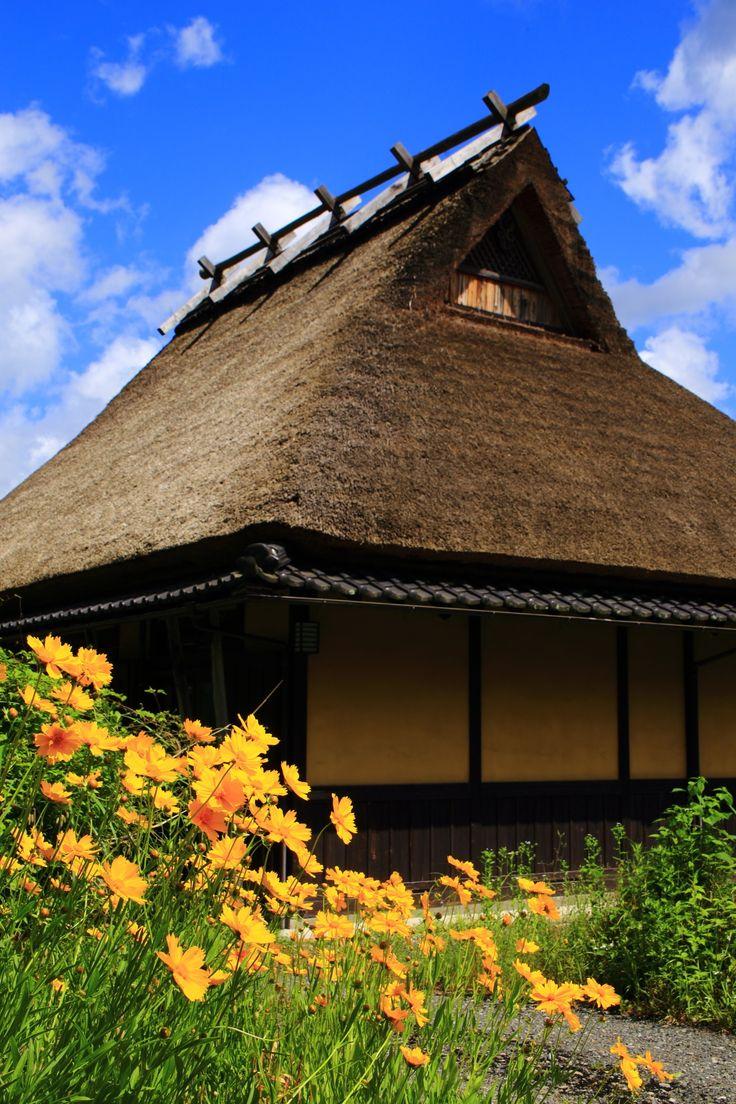 京都美山町のかやぶきの里の美しい自然と花
