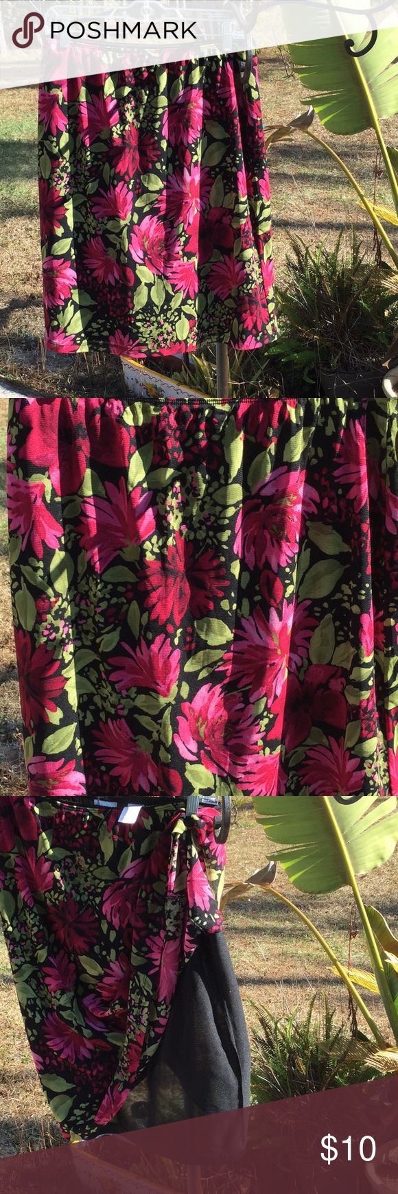 🌺Sexy Emma James Sz Lg Bright Flowered Skirt 🌺 🌺Too Sexy Emma James Size Large Bright Flowered / Black Lined Skirt 🌺Let This be your New Favorite Skirt Just Put on & Go 🌺I Live in Smoke Free Home 🌺Skirt Waist is Elastic Measures 33 inches 🌺From Waist to Hem of Skirt Measures 22 1/2 inches 🌺Great Skirt to Travel with does not Wrinkle Fun Fun to Wear 🌺I Love ❤️ to Do Deals & Love ❤️ to Do Bundles  Thanks So Much For Looking Emma James Skirts Midi