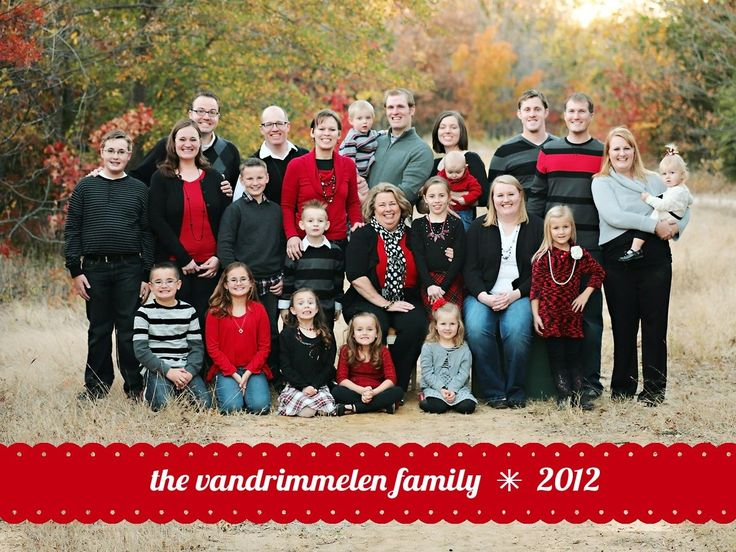 Christmas family picture. I love big families! Missy Saunders Photography