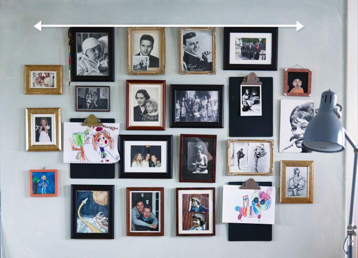 1) Per creare una parete di foto, si parte allineando la prima fila di cornici in alto. La freccia mostra la linea di riferimento immaginaria.