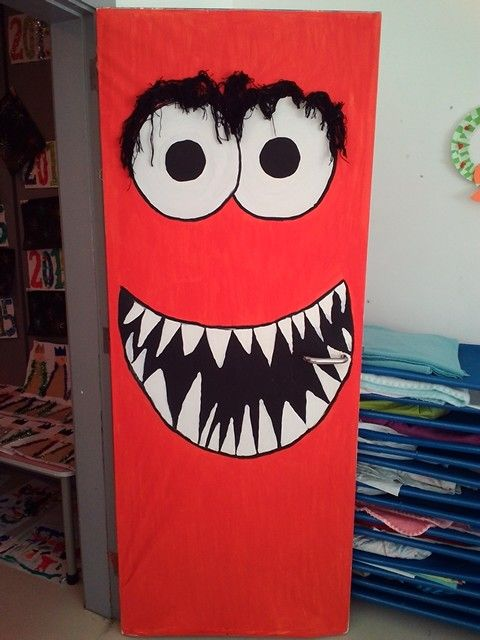 Best 25 monster door ideas on pinterest halloween for Decoration carnaval