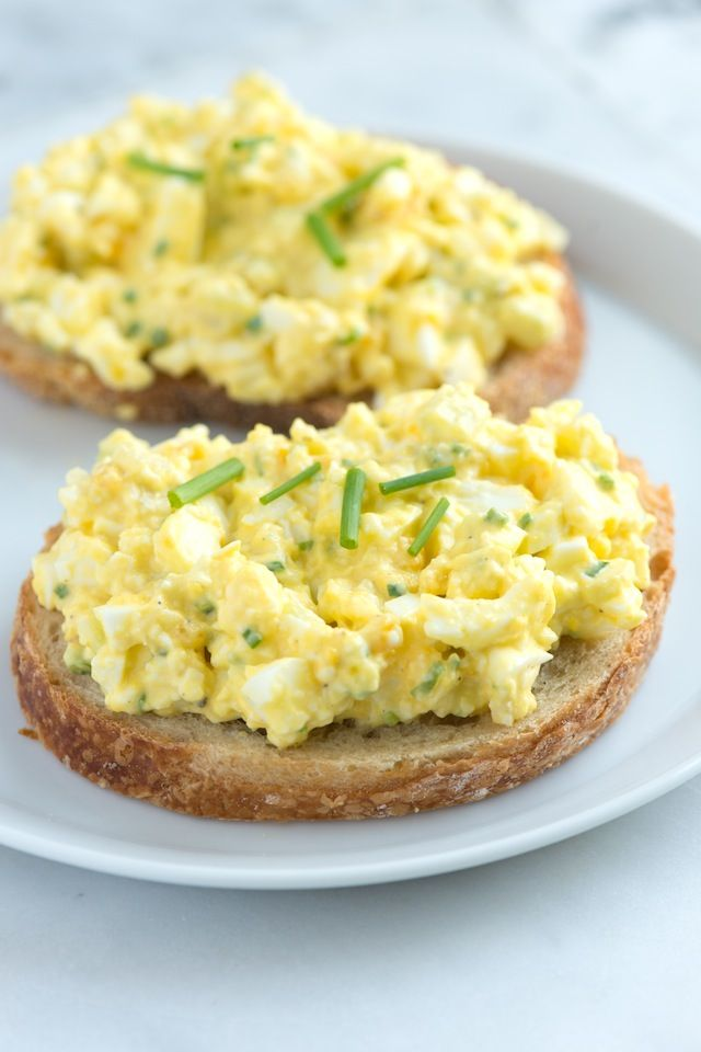Simple Egg Salad Recipe from www.inspiredtaste.net #recipe