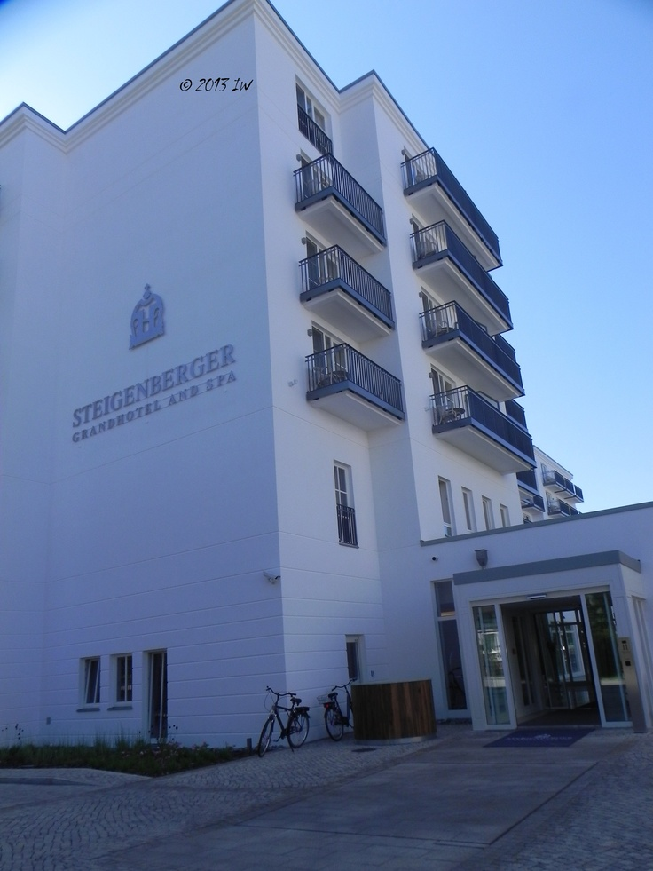 In the area of the so-called 3 Kaiserbaeder - Ahlbeck, Heringsdorf, Bansin - there are many hotels and villas with spas and elegant restaurants. Hotel Steigenberger is an exclusive destination in Heringsdorf.