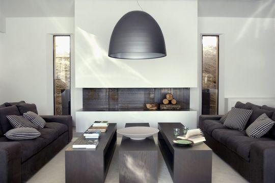 Style gris et acier pour un salon contemporain et sobre