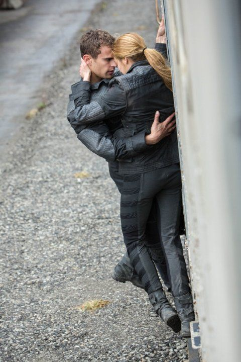 Still of Shailene Woodley and Theo James in Divergent (2014)! This is so perfect!