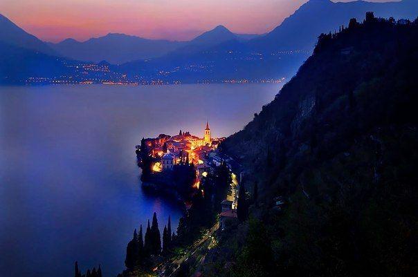Вечернее озеро Комо, Италия