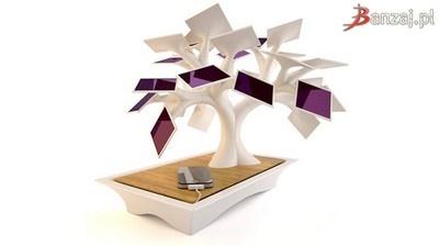Ozdoba- designerskie drzewko, pochłania promienie słoneczne przerabiając je na energię ładującą smartfona