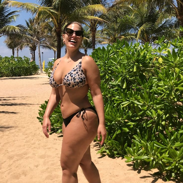 Plus Größe Modell Ashley Graham zeigte eine Leidenschaft mit ihrem Mann in den Pool | Mode