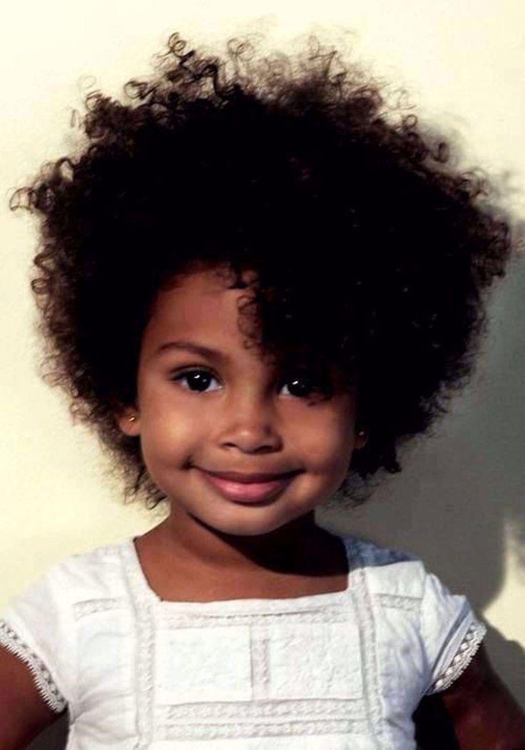 Coupe courte pour petite fille : Le carré frisé #coupe #courte #cheveux #coiffure #enfant # ...