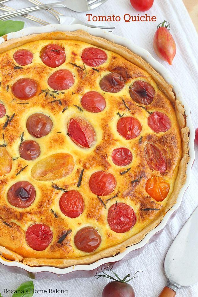 Cheia de tomate, queijo cremoso e ricota, Parmesão ralado e manjericão fresco ESTA flagrante e Saboroso quiche de tomate E Perfeito parágrafo peq ...
