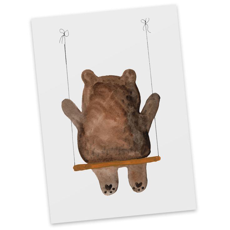 Postkarte Bär Schaukel aus Karton 300 Gramm  weiß - Das Original von Mr. & Mrs. Panda.  Diese wunderschöne Postkarte aus edlem und hochwertigem 300 Gramm Papier wurde matt glänzend bedruckt und wirkt dadurch sehr edel. Natürlich ist sie auch als Geschenkkarte oder Einladungskarte problemlos zu verwenden. Jede unserer Postkarten wird von uns per hand entworfen, gefertigt, verpackt und verschickt.    Über unser Motiv Bär Schaukel  Der wunderbare Schaukel Bär ist ein besonders schönes und…