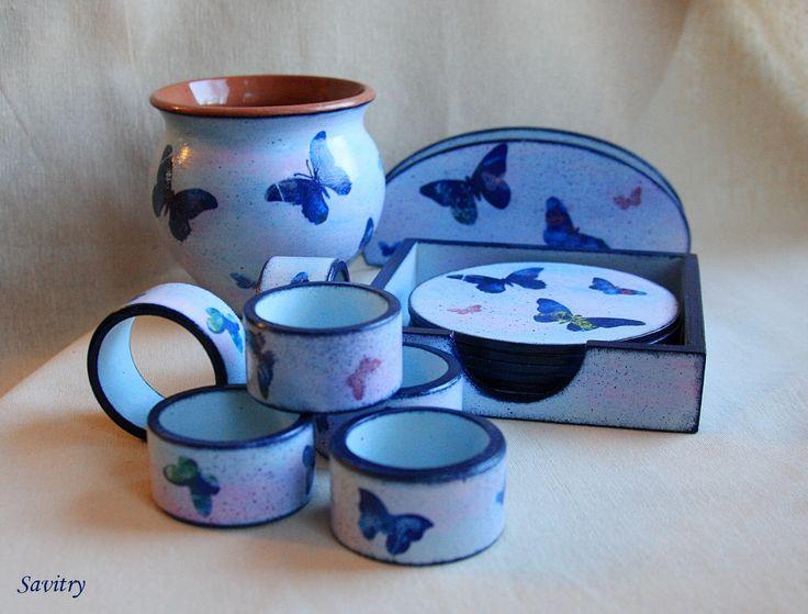 """""""Синие бабочки"""" - коллекция предметов для оформления стола: кольца для салфеток, набор подставок для чашек, горшочек для варенья или меда, салфетница."""