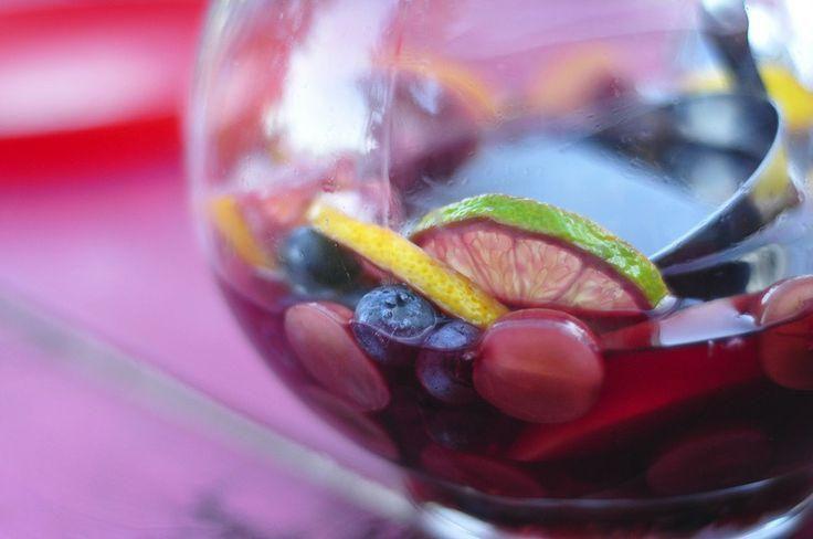 Sangria aux fruits rouges, avec de la liqueur de mûres, ou autre !