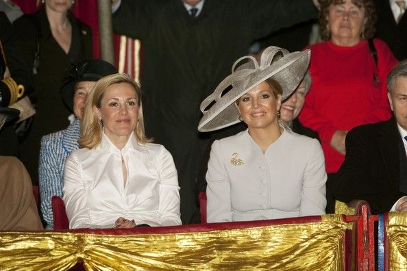 Princess Maxima and Bettina Wulff Photos Photos - First Lady Bettina Wulff and Princess Maxima of the Netherlands attend a performance of the Circus Mondeo on April 13, 2011 in Berlin, Germany. The Dutch royals are on a four-day visit to Germany that includes stops in Berlin, Dresden and Duesseldorf. - HRH Queen Beatrix Of The Netherlands And Crown Prince Couple Willem Alexander And Maxima On Germany Visit - Day 2