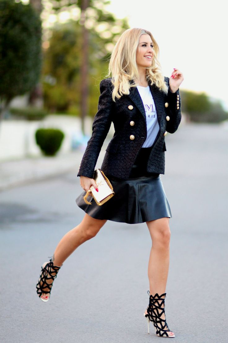 Blazer/Balmain Tee/Balmain Skirt/Vanessa Bruno Athé (Høyer, Eger) Bag/Saint Laurent Shoes/Sophia Webster Rings/Maria Black, Bjørg