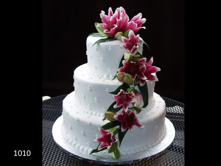 wedding cake with flowers down one side 17 best images about 3 tiered wedding cakes on 26880