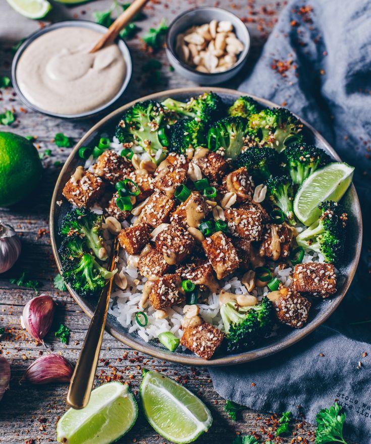 Knuspriger Sesam-Tofu mit Tahini-Erdnuss Soße (vegan, glutenfrei)