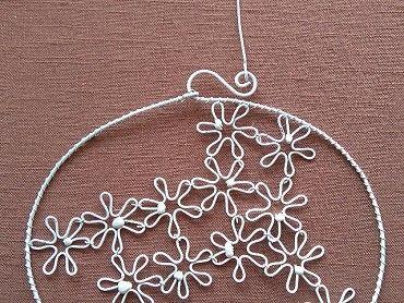 Kruh z květin, dekorace jako nová. Vhodná