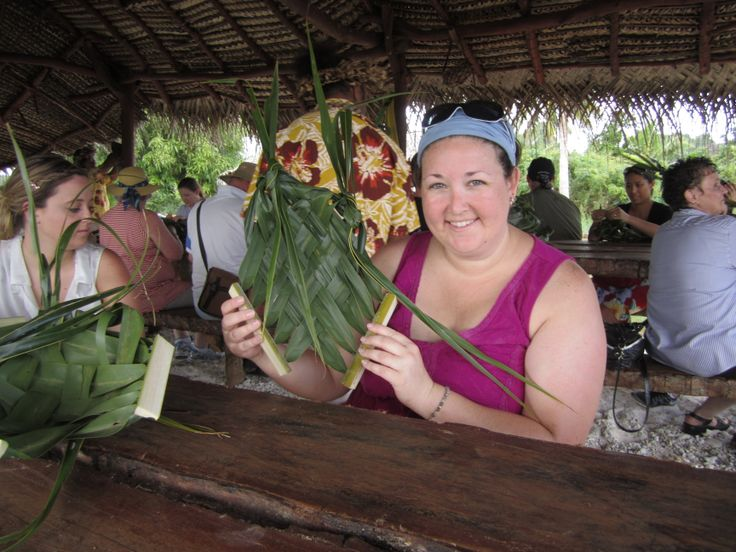 """Our Pleasant Holidays employee made her own traditional """"plate"""" during the Punarei Culture Tour in Aitutaki. Fantastic!  #CookIslands #Aitutaki #Vacation"""