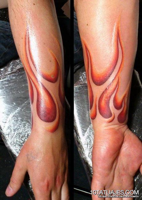 tattoo brazo en llamas