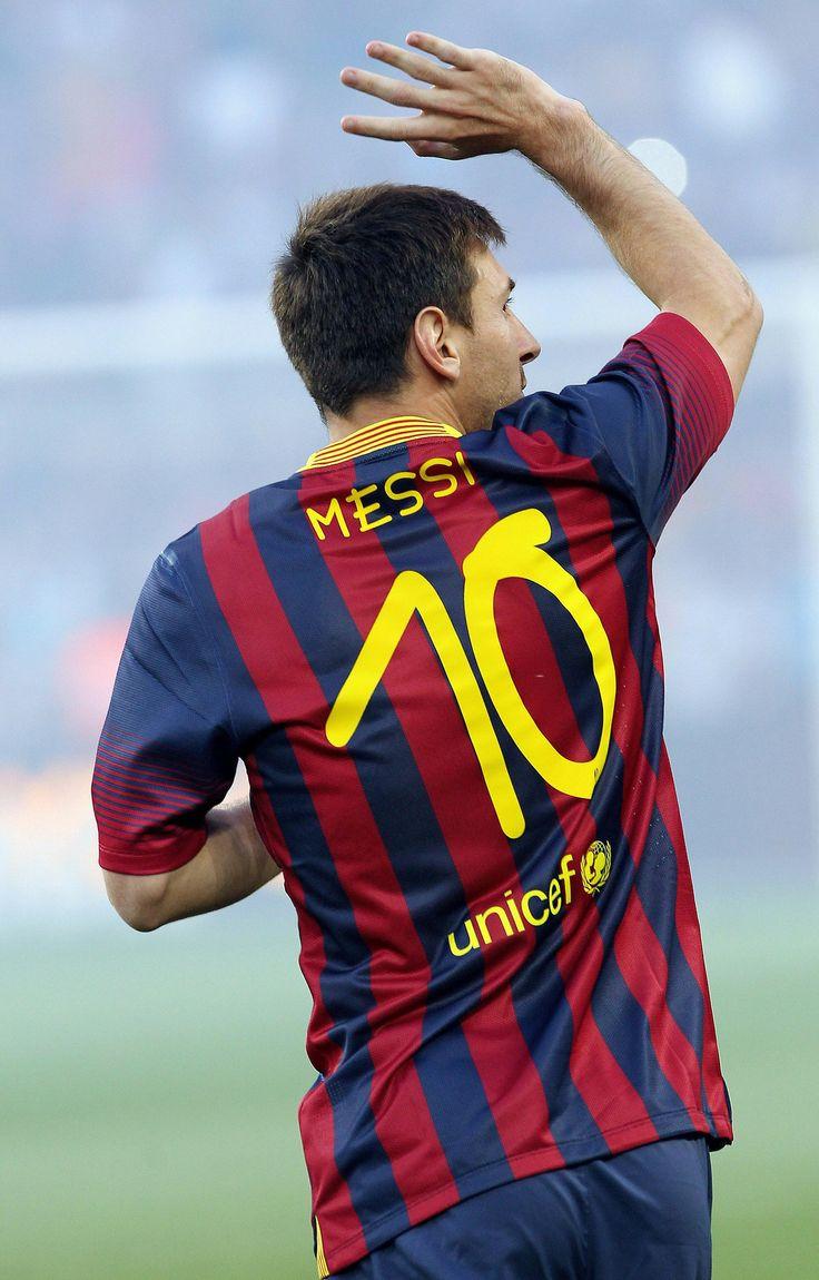 hij is de beste voetballer van de wereld en is de enige die nu nog voetbalt uit het team met legendarische voetbalspelers. Leonel Messi