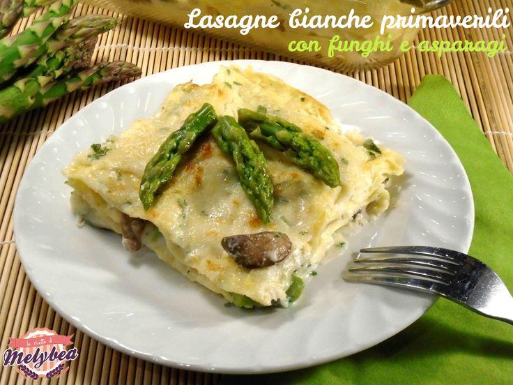 Le lasagne bianche primaverili con funghi e asparagi sono un primo piatto ricco, delicato e prelibato, perfette per i pranzi e le cene in famiglia