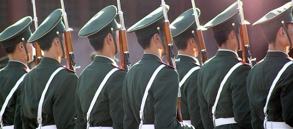 DESCUBIERTA LA UNIDAD MILITAR APT1 DE CIBERESPIONAJE CHINO.  Ayer el Centro de Inteligencia de Mandiant publicó un revelador informe en el que destapaba toda la campaña de ciberespionaje a nivel empresarial de APT1 y relacionaba la unidad con el gobierno chino: tanto con el ejército militar como con su Departamento de Defensa. Ahora, han quedado expuestas la línea temporal y los detalles de la extensa infraestructurade ataque de APT1 y sus más de 40 familias de malware. [19 feb 2013]