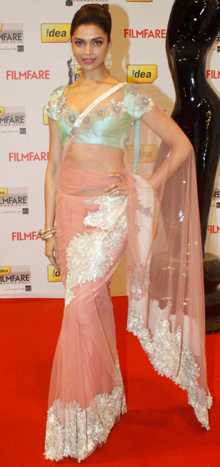 Deepika Padukone on Filmfare Awards 2012 RedCarpet