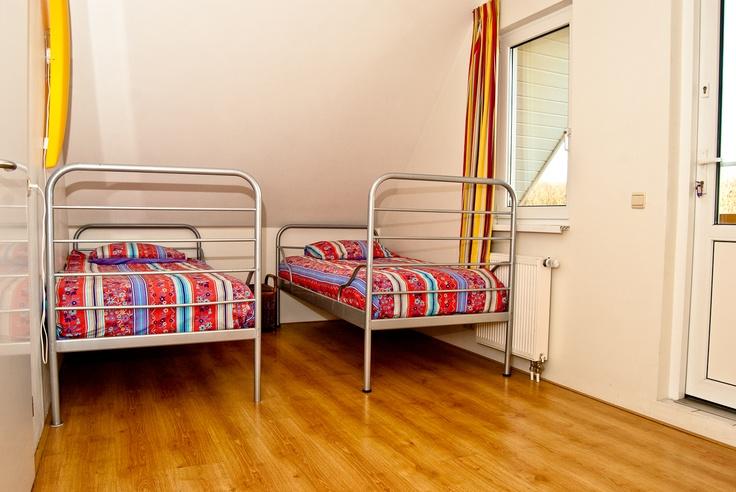 Één van de slaapkamers boven, met 2 aparte bedden.