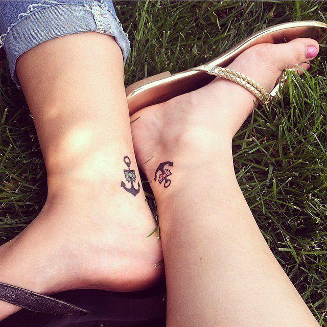 Voici une série de tatouages de soeurs choisis en commun par des femmes pour montrer leur sororité (féminin désuet de fraternité )