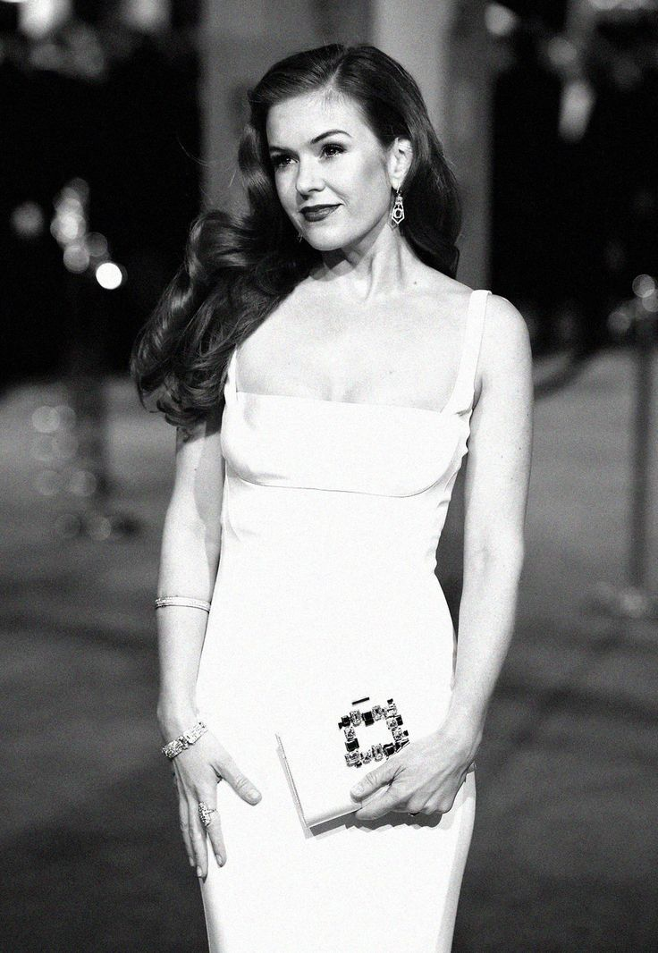 While Isla Fisher truly defined Hollywood glamour.   These Photos Make The 2016 BAFTAs Look Like The Golden Age Of Hollywood