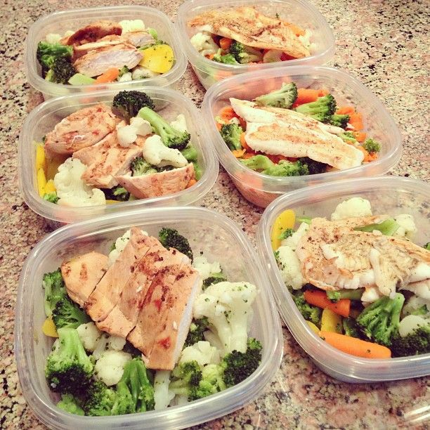 Can you say Meal Prep? Making meal boxes with 2 cups veggies and 4oz of either grilled chicken or fish!