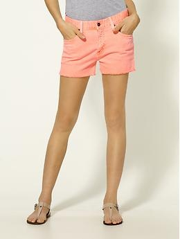 summer is coming!Neon Shorts, Colored Shorts, Coral Colors, Colors Shorts, Casual Fashionista, Salmon Colors, Jeans Shorts, Summer Shorts, Coral Shorts